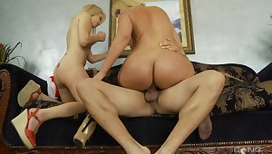 Mom and lady home romance on cock