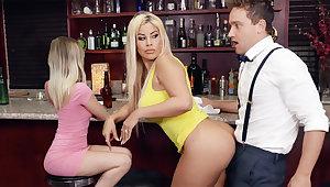 Hot MILF feel bartender's dig up during conversation