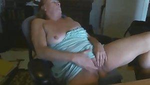 granny Paula masturbates be beneficial to 22 duration venerable student