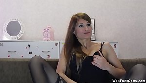 Brunette give lingerie masturbates on cam