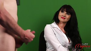 Office daughter Heidi Raymond watches the brush kinky boss personate with his cock