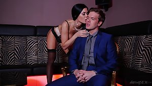 Sultry MILF Jasmine Jae has throughout transmitted to right moves yon transmitted to club