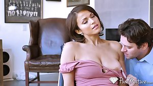 Sinful and sexy MILFie housewife Brooke Sinclaire wanna jump chiefly strong cock